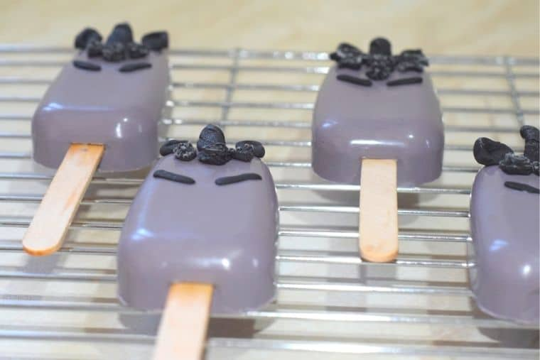 Scary spooky unicorn Halloween cakesicle / cake popsicle / cake lolly
