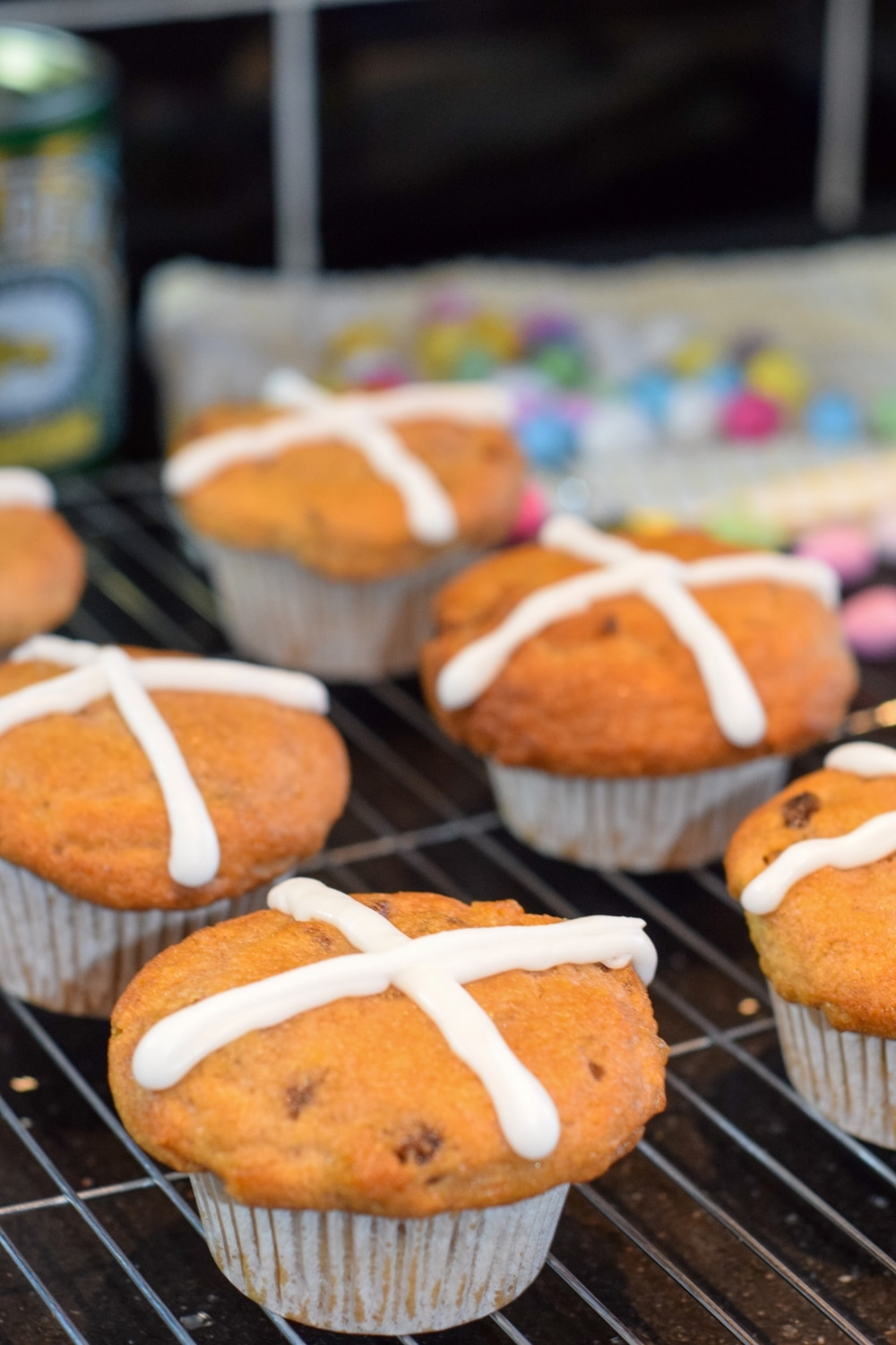 Easy homemade hot cross bun muffins (without yeast) - Easter recipe