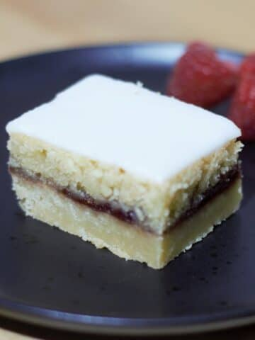 Bakewell shortbread slices recipe with a jam centre